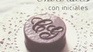 Chocolatyes con iniciales rellenos de mazapan